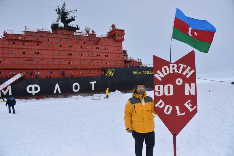Dünyada 200 ülkeye seyahat etmiş bir Azerbaycanlı gezgin Mehraj Mahmudov.