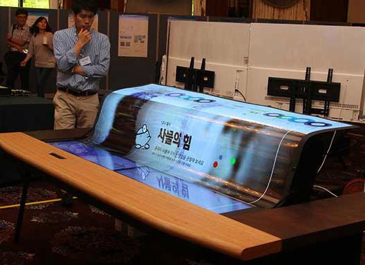 Dünyada bir ilke imza atan LG OLED 77 İnç Sizlere gururla sunuyoruz.